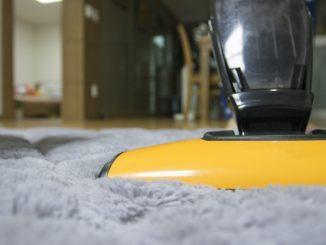 Teppich reinigen: Tipps und Hausmittel für einen sauberen Teppich